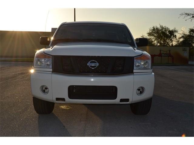 2014 Nissan Titan  4D Crew Cab  - 503420 - Image 2