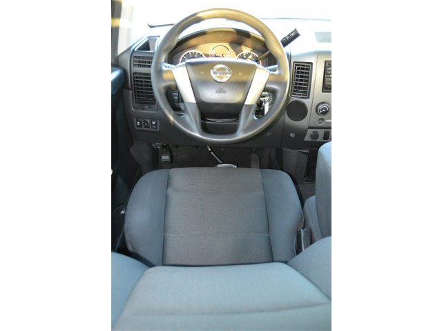 2014 Nissan Titan  4D Crew Cab  - 503420 - Image 11