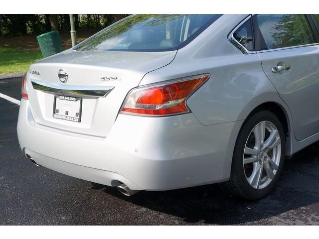 2015 Nissan Altima  4D Sedan  - 503573 - Image 11