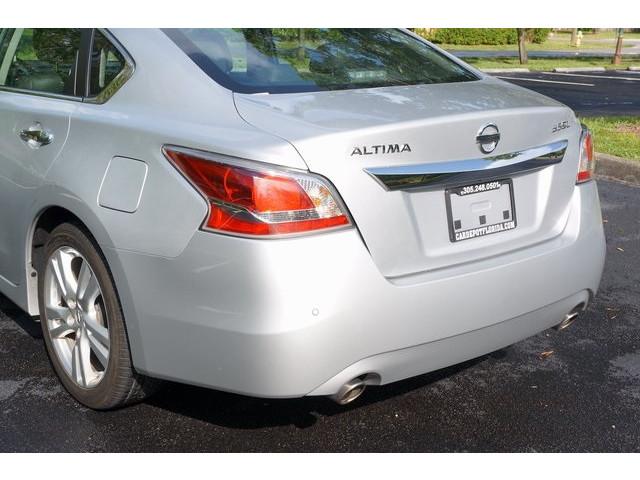 2015 Nissan Altima  4D Sedan  - 503573 - Image 10