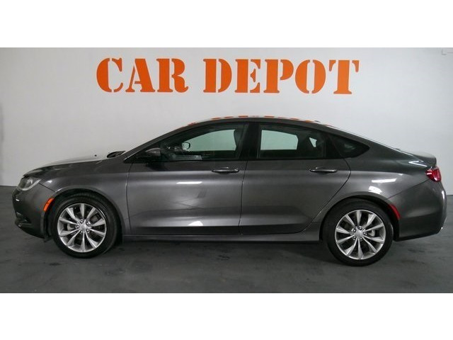 2015 Chrysler 200 4D Sedan - 503639W - Image 4