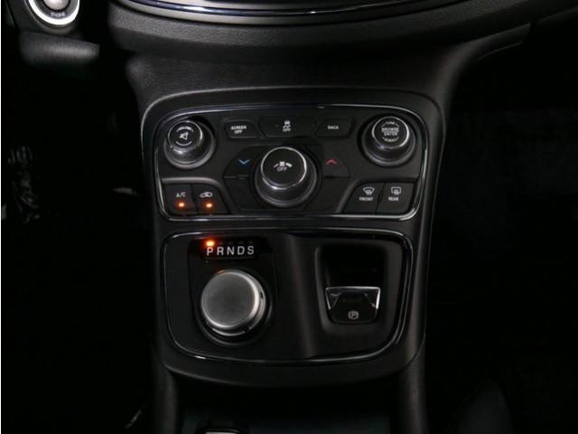 2015 Chrysler 200 4D Sedan - 503639W - Image 28