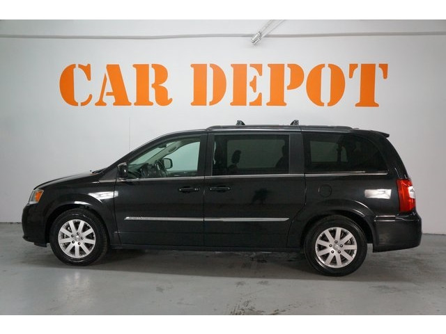 2015 Chrysler Town & Country 4D Passenger Van - 504177 - Image 4