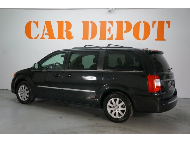2015 Chrysler Town & Country 4D Passenger Van - 504177 - Image 5