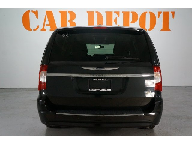 2015 Chrysler Town & Country 4D Passenger Van - 504177 - Image 6