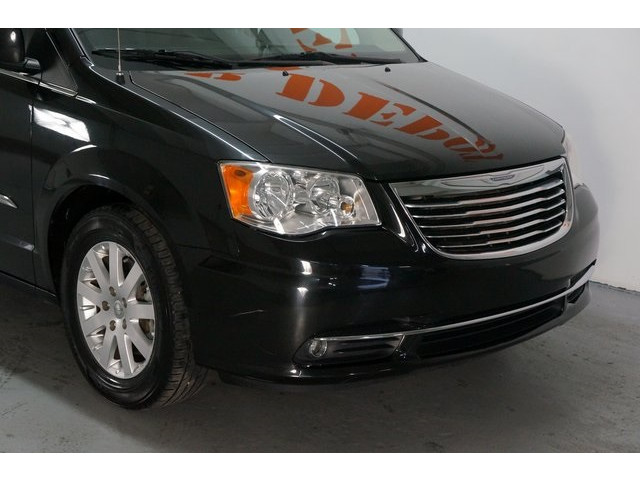 2015 Chrysler Town & Country 4D Passenger Van - 504177 - Image 9