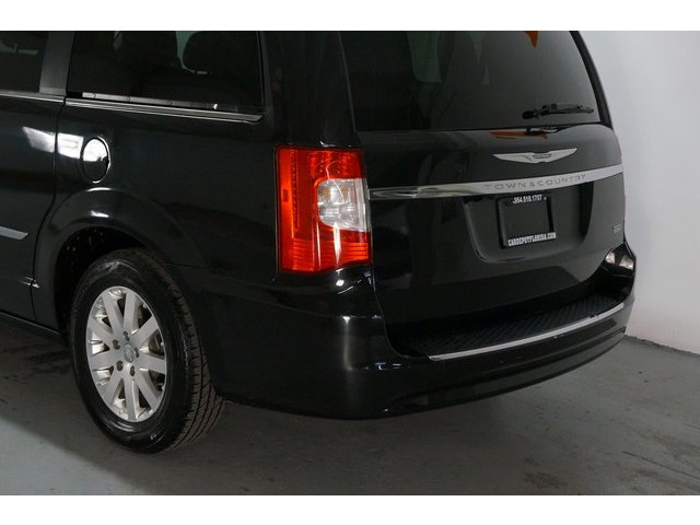 2015 Chrysler Town & Country 4D Passenger Van - 504177 - Image 11