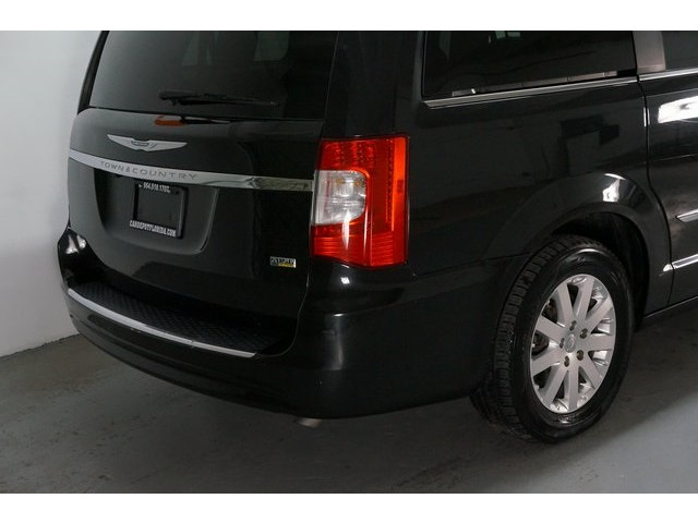 2015 Chrysler Town & Country 4D Passenger Van - 504177 - Image 12