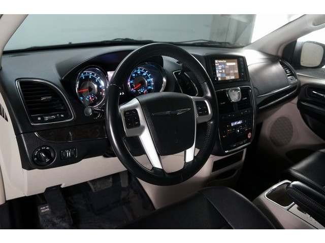 2015 Chrysler Town & Country 4D Passenger Van - 504177 - Image 18