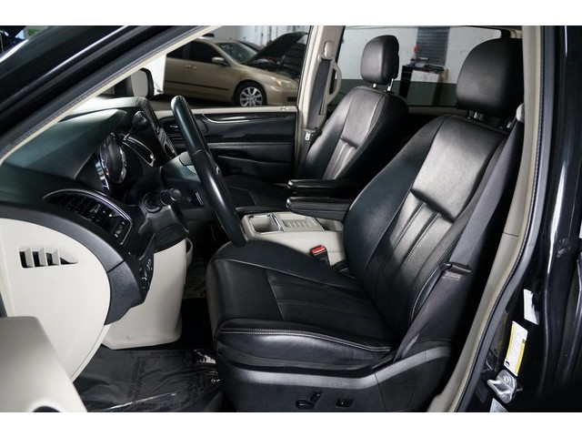 2015 Chrysler Town & Country 4D Passenger Van - 504177 - Image 19