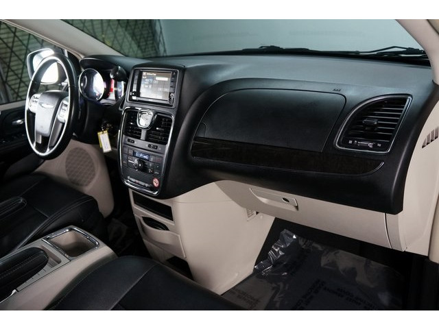 2015 Chrysler Town & Country 4D Passenger Van - 504177 - Image 27