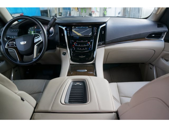 2018 Cadillac Escalade 4D Sport Utility - 504732T - Image 30