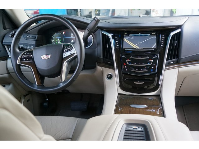 2018 Cadillac Escalade 4D Sport Utility - 504732T - Image 31