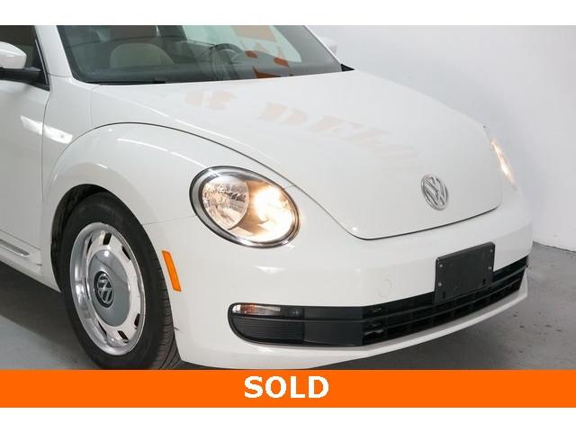 2015 Volkswagen Beetle 2D Hatchback - 504293 - Image 9