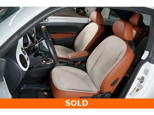 2015 Volkswagen Beetle 2D Hatchback - 504293 - Image 19