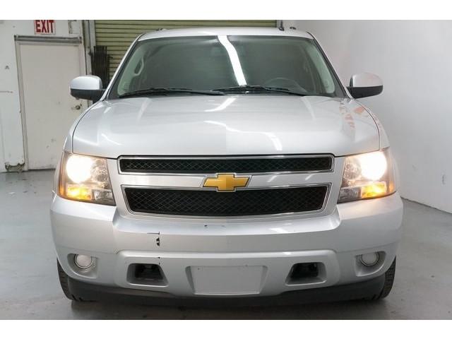 2014 Chevrolet Suburban 1500 4D Sport Utility - 504401 - Image 2