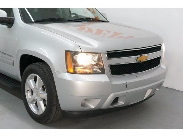 2014 Chevrolet Suburban 1500 4D Sport Utility - 504401 - Image 9