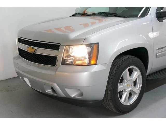 2014 Chevrolet Suburban 1500 4D Sport Utility - 504401 - Image 10