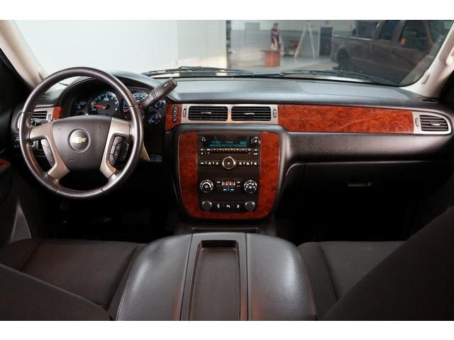 2014 Chevrolet Suburban 1500 4D Sport Utility - 504401 - Image 31