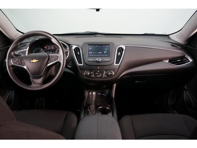 2018 Chevrolet Malibu 4D Sedan - 504415 - Image 31