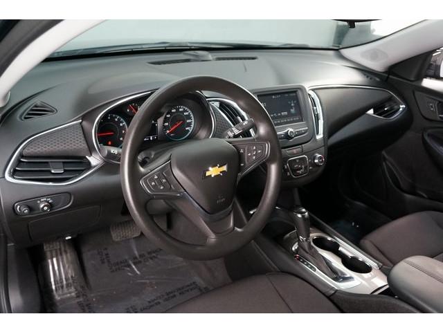 2018 Chevrolet Malibu 4D Sedan - 504415 - Image 18