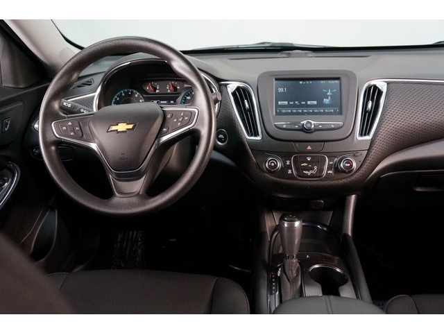 2018 Chevrolet Malibu 4D Sedan - 504415 - Image 32