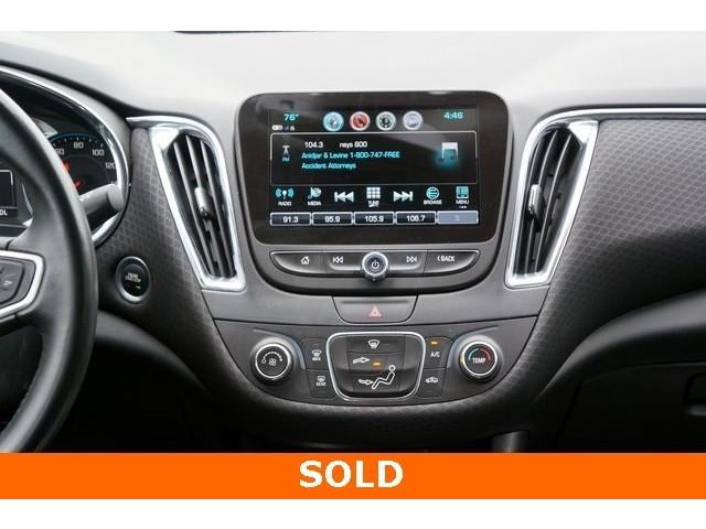 2018 Chevrolet Malibu 1LT 4D Sedan - 504652S - Image 32