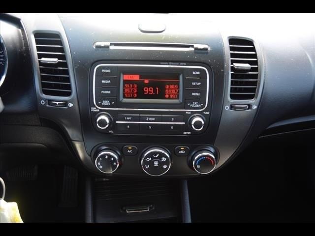 2014 Kia Forte  4D Sedan  - 502054F - Image 27
