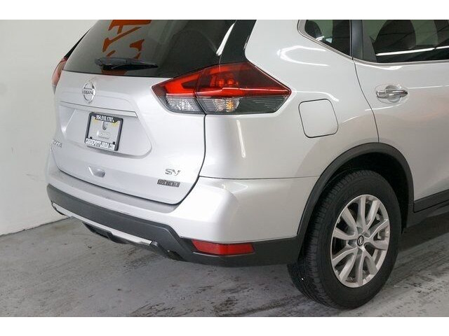 2018 Nissan Rogue SV Crossover - 504650 - Image 11