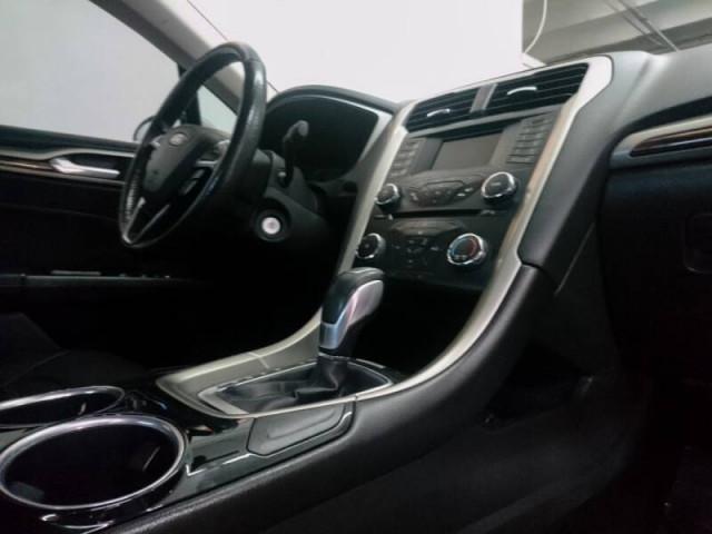 2014 Ford Fusion SE Sedan - 143086D - Image 23