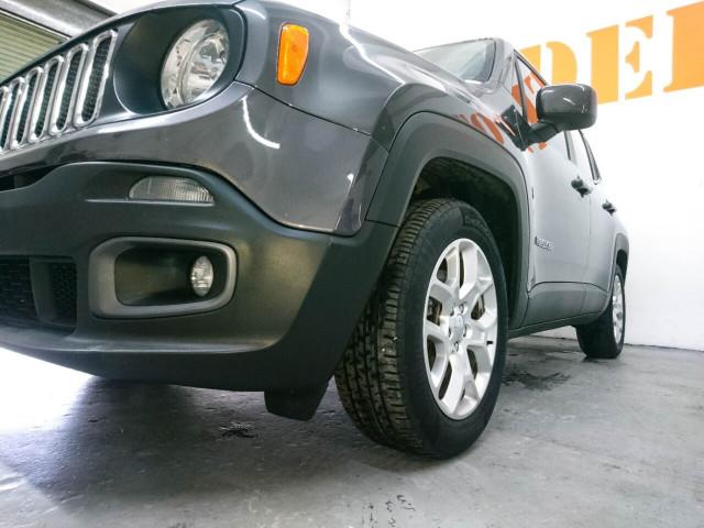 2018 Jeep Renegade Latitude SUV - G93025D - Image 14