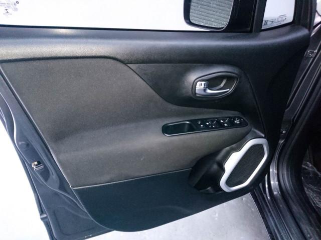 2018 Jeep Renegade Latitude SUV - G93025D - Image 43
