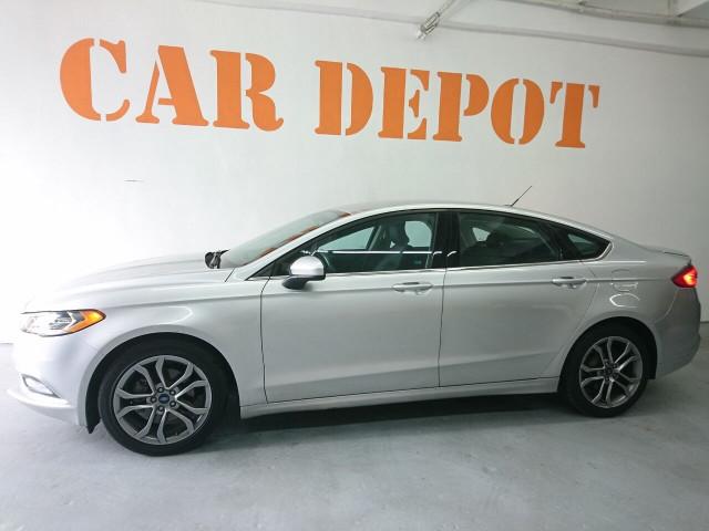2017 Ford Fusion SE Sedan - 504935W - Image 11