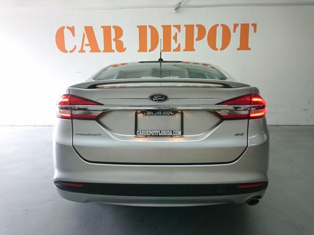 2017 Ford Fusion SE Sedan - 504935W - Image 15
