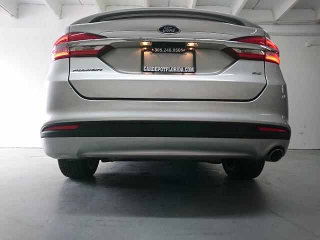 2017 Ford Fusion SE Sedan - 504935W - Image 16
