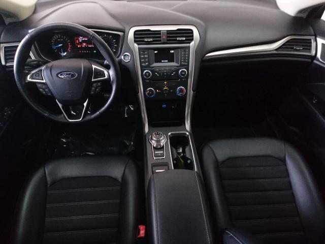 2017 Ford Fusion SE Sedan - 504935W - Image 21