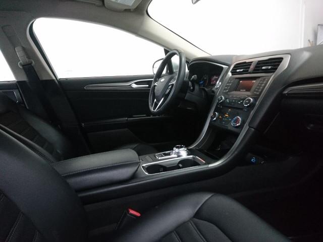 2017 Ford Fusion SE Sedan - 504935W - Image 22