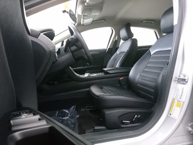 2017 Ford Fusion SE Sedan - 504935W - Image 32