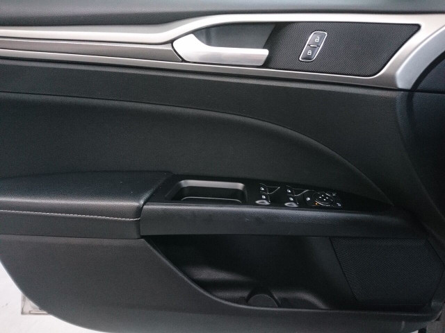 2017 Ford Fusion SE Sedan - 504935W - Image 33