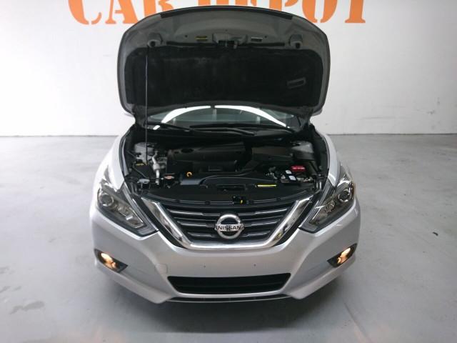 2016 Nissan Altima 2.5 SR Sedan - 504926W - Image 4
