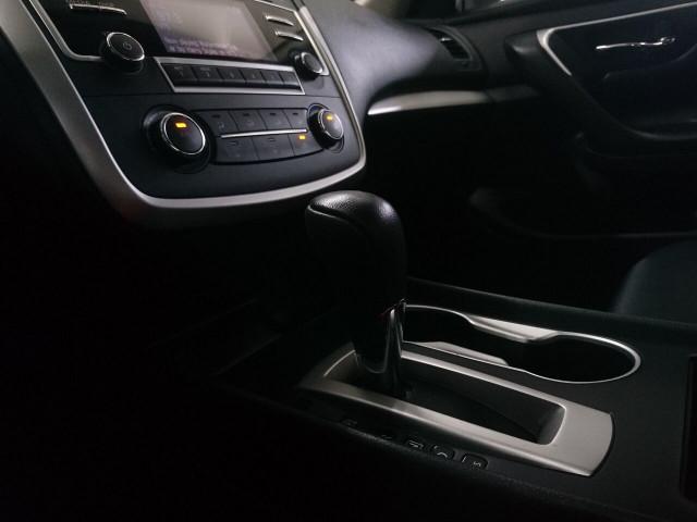 2016 Nissan Altima 2.5 SR Sedan - 504926W - Image 19