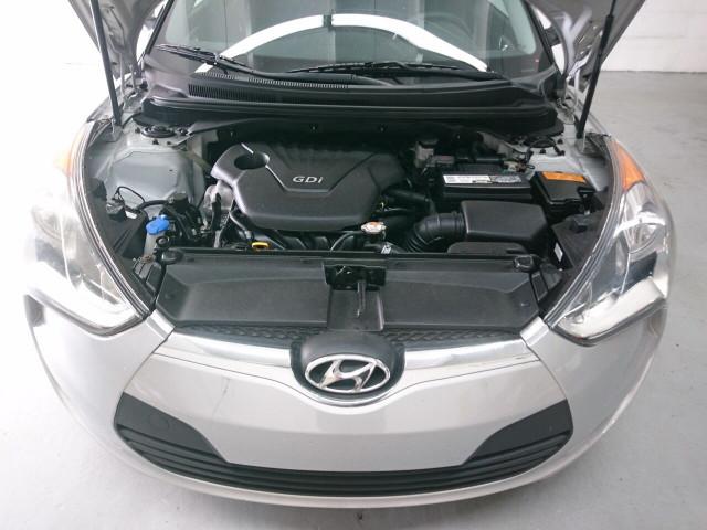2015 Hyundai Veloster Base Coupe - 504859 - Image 4