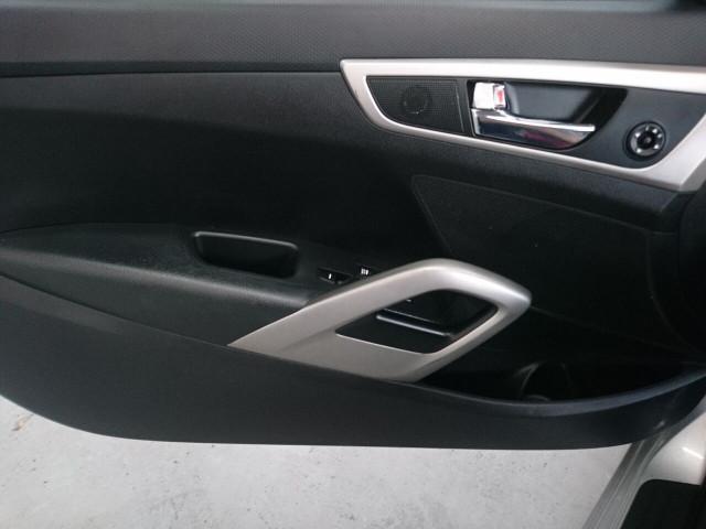 2015 Hyundai Veloster Base Coupe - 504859 - Image 39
