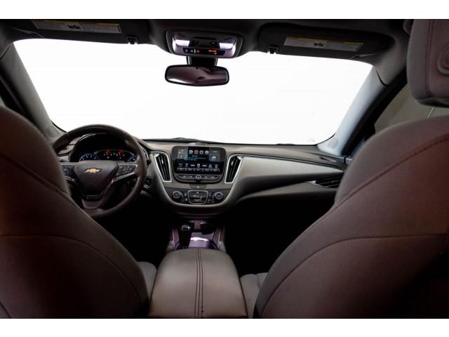 2018 Chevrolet Malibu LT Sedan - 148557D - Image 17