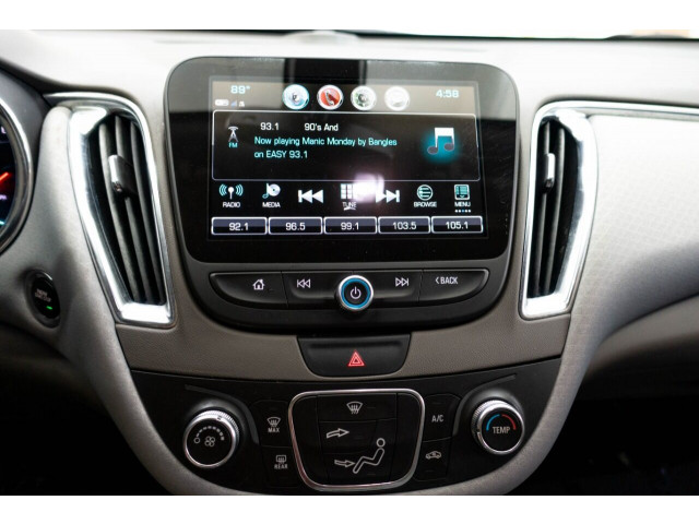 2018 Chevrolet Malibu LT Sedan - 148557D - Image 24