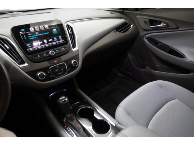 2018 Chevrolet Malibu LT Sedan - 148557D - Image 26
