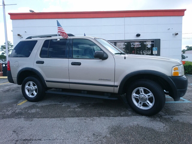2005 Ford Explorer XLS SUV - 504688A - Image 2