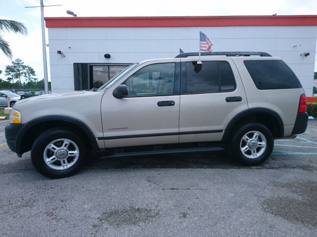 2005 Ford Explorer XLS SUV - 504688A - Image 11