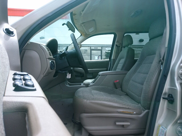 2005 Ford Explorer XLS SUV - 504688A - Image 12