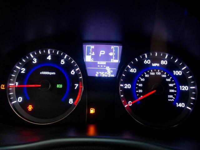 2017 Hyundai Accent SE 6A Hatchback - 504955W - Image 17